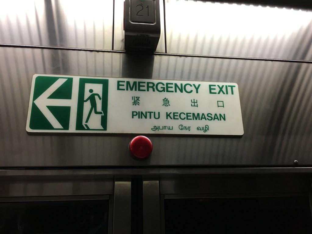 Acil Çıkış Kapısı Singapur